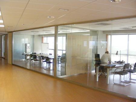 Divisiones modulares divisiones en cristal divisiones en madera divisiones modulares divicat for Divisiones de oficina