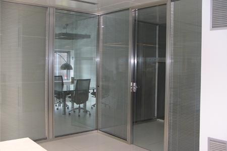 Divisiones para oficina divisiones empresa divisiones for Puertas para oficina