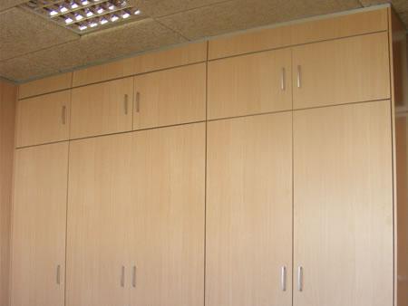 Divisiones de oficina tabique armario divisiones for Armario oficina